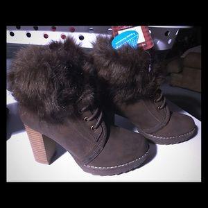 Mukluks chestnut brown boots size 37